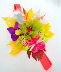 Accesorio Diadema de tela y cintas multicolores hecha a mano para niña. #Handmade