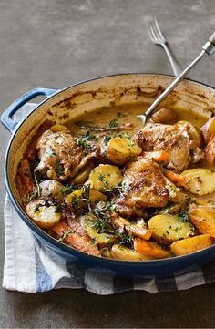 Treat you and your guests to a hearty dinner with this french style chicken dinner recipes French-style chicken and potatoes Good Food, Yummy Food, Yummy Lunch, Awesome Food, Chicken Potatoes, Chicken Potato Bake, Chicken Casserole Slow Cooker, Potato Food, Healthy Recipes