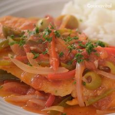 easy recipes - Pescado a la veracruzana Receta Fish Recipes, Seafood Recipes, Mexican Food Recipes, Cooking Recipes, Healthy Recipes, Vegetable Recipes, Cake Recipes, I Love Food, Good Food