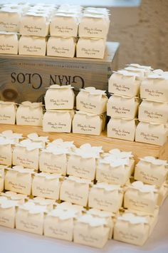 Recuerdos / Favors mini favor boxes for guests! Wedding Favor Boxes, Wedding Gifts, Durham Food, Hot Chocolate Wedding Favors, Wedding Stationery, Wedding Invitations, Food Truck Wedding, Dream Wedding, Wedding Day