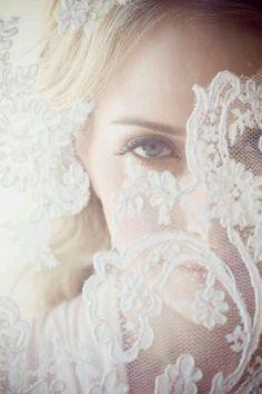Brautkleider mit Spitze! – Klassisch, elegant und immer modern