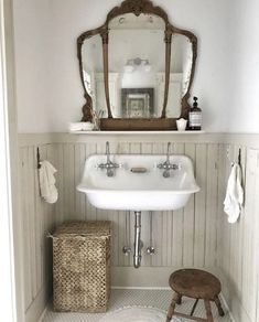 33 Amazing Vintage Bathroom Design Ideas - Home Design Remodelling Ideas Bad Inspiration, Bathroom Inspiration, Home Design, Interior Design, Design Ideas, Bad Styling, Interior Minimalista, Bathroom Styling, Beautiful Bathrooms