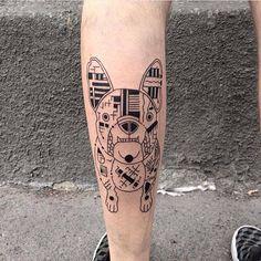 Pour montrer à quel point elles aiment leurs chiens, certaines personnes vont jusqu'à se faire tatouer les portraits de leurs compagnons canins...