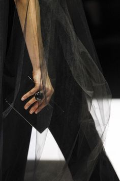 Giorgio Armani Fall 2016 Ready-to-Wear Fashion Show Details
