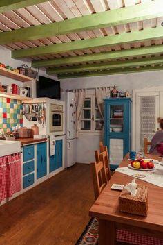 Sat Pasarea, Comuna Brănești Traditional House, Traditional Interior, Rustic, Interior Design, Kitchen, Furniture, Design Ideas, Home Decor, Boho