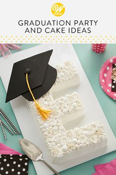 Celebrate the graduate in your life with these fun and easy graduation cake ideas from Wilton! These graduation cakes will be the life of the party - look forward to your future success with loved ones this graduation season! Graduation Cake Designs, Graduation Party Desserts, Graduation Party Planning, College Graduation, Graduation Cake Pops, Dessert Party, Cupcake Cakes, Cupcakes, Kid Cakes