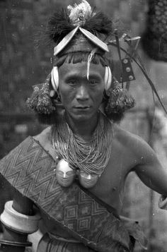 India | Konyak Naga man belonging to the entourage of Sha-long, the Ang of Zu-nyu. Wakching, Nagaland, Mon District. 1936. | ©SOAS, Nicholas Haimendorf