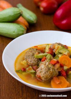 Caldo de albondigas con verduras. Receta | cocinamuyfacil.com