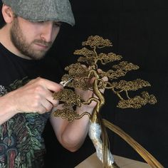 Watch An Artist Turn Copper Wire Into A Bonsai Tree - Simplemost Bonsai Tree Price, Buy Bonsai Tree, Japanese Bonsai Tree, Bonsai Trees For Sale, Jewelry Tree, Wire Jewelry, Wire Bracelets, Wire Rings, Beaded Jewelry