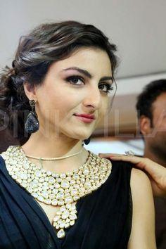 Soha Ali Khan inaugurates 12th Edition of Glamour 2013