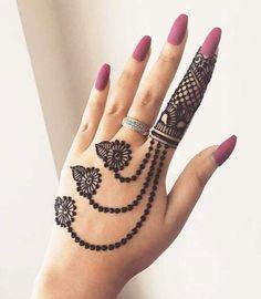 131 Simple Arabic Mehndi Designs That Will Blow Your Mind! 131 Simple Arabic Mehndi Designs That Will Blow Your Mind! Pretty Henna Designs, Finger Henna Designs, Back Hand Mehndi Designs, Henna Art Designs, Bridal Henna Designs, Mehndi Designs For Fingers, Mehandi Designs, Latest Arabic Mehndi Designs, Henne Tattoo