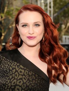 A super shiny, vibrant flame color is a gorgeous way to kick your color up a couple notches if you're a natural blonde like Evan Rachel Wood. Get more red hair inspo for fall here! Red Blonde Hair, Dark Red Hair, Strawberry Blonde Hair, Burgundy Hair, Deep Red Hair Color, Pretty Red Hair, Brown Hair Colors, Red Color, Evan Rachel Wood