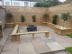 Amazing Small Patio Ideas on A Budget Fire Pit Enclosures, Contemporary Fencing, Small Patio Ideas On A Budget, Garden Fence Panels, Backyard Patio Designs, Curb Appeal, Decking Ideas, Herb Garden, Rooftop