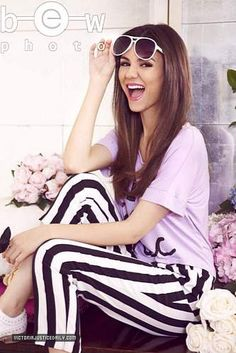Hi I'm Victoria but just call me vic. I'm 18 and I'm a singer and actor, I'm single but looking, intro? Victoria Justice Victorious, Victoria Justice Style, Victorious Cast, Diva Fashion, Hippie Fashion, Hollywood, Celebs, Celebrities, Hippie Style