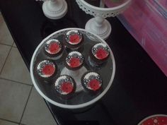 Lace & poppy cupcakes