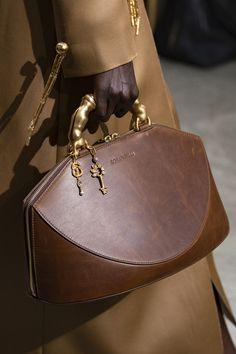 Schiaparelli at Couture Spring 2020 - Details Runway Photos Trendy Handbags, Best Handbags, Fashion Handbags, Purses And Handbags, Fashion Bags, Leather Handbags, Fashion Accessories, Popular Handbags, Popular Bags