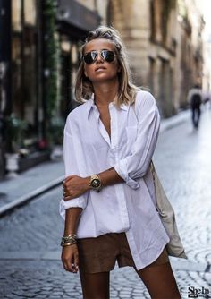 Oversized white shirt for minimalist outfits # fashion . Oversized white shirt for minimalist outfits # fashion Oversized Shirt Outfit, Oversized White Shirt, White Shirt Outfits, Oversized Jacket, Sweater Outfits, Mode Outfits, Fashion Outfits, Womens Fashion, Style Outfits