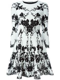 Comprar Alexander McQueen vestido de punto floral en Julian Fashion from the world's best independent boutiques at farfetch.com. Descubre 400 boutiques en 1 sola dirección.