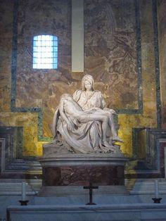 """Michelangelo's """"Pieta"""" (carved in marble 1498-99), St. Peter's Basilica  PARA MI. ESTA ES LA MEJOR ESCULTURA QUE HA HABIDO HASTA HOY."""