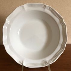 This serving bowk is in very good pre-owned condition that shows light sign of use. Mikasa French Countryside, Pie Dish, Platter, Serving Bowls, Dinnerware, Dishes, Summer, Ebay, Dinner Ware