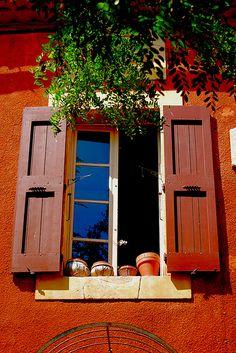 La fenêtre provençale (Roussillon)