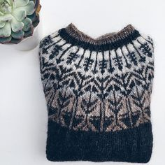 Ravelry: Veðurfræðingurinn - weatherman pattern by G. Fair Isle Knitting Patterns, Fair Isle Pattern, Knit Patterns, Knitting Ideas, Icelandic Sweaters, Knit In The Round, Knitted Poncho, Free Knitting, Nice Dresses