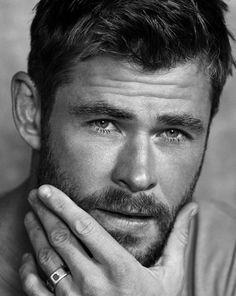 "thorodinson: ""Chris Hemsworth photographed by Michael Schwartz for Men's Journal "" Liam Hemsworth, Hemsworth Brothers, Dark Kingdom, Age Of Ultron, Hipster Noir, Die Rächer, Australian Actors, Man Thing Marvel, Marvel Actors"