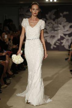 Carolina Herrera Bridal Spring 2015 - Acompanalo con tu mejor sonrisa. Agenda tu cita con tu ortodoncista KS