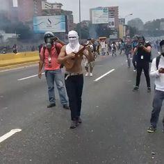 """28.9 mil Me gusta, 564 comentarios - DolarToday (@dolartoday) en Instagram: """"Este es el venezolano!!!"""""""