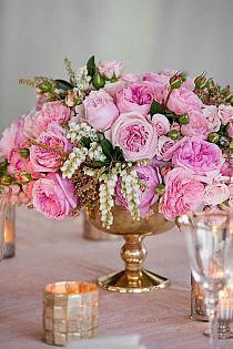 Piekna dekoracja kwiatowa