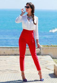 pantalon alto de cintura,tobillos estrechos.