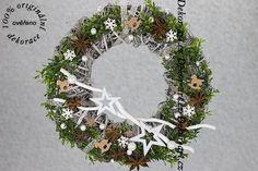 Moderní přírodní vánoční věnec na dveře domu i bytu. Christmas Wreaths, Christmas Decorations, Holiday Decor, Home Decor, Art, Art Background, Decoration Home, Room Decor, Kunst