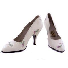 Zapatos vintage en color marfil pintados a mano de La Vestale
