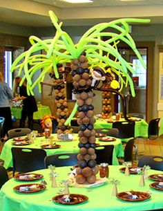 Monkey baby shower table decorations, palm trees made from balloons Jungle Theme Parties, Jungle Party, Safari Party, Party Themes, Party Ideas, Jungle Safari, Baby Shower Parties, Baby Shower Themes, Baby Boy Shower