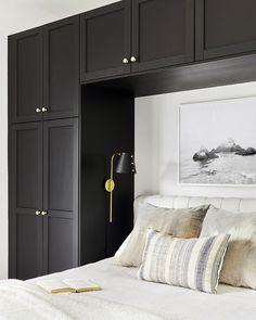 Bedroom Built Ins, Small Master Bedroom, Closet Bedroom, Home Bedroom, Bedroom Furniture, Small Modern Bedroom, Small Bedroom Interior, Small Space Bedroom, Light Bedroom