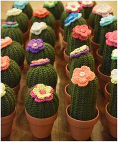 cactus con flor tejidos al crochet en maceta de barro nro 7