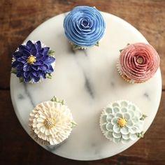 심화2주차 빅플라워 컵케이크 선택해주신 컬러가 시원시원- 하네요! #플라워케이크클래스 #flowercakeclass #flowercake…