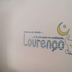 Vinyl personalizado criado e aplicado na parede do Lourenço que vem a caminho / personalised vinyl created for tje bedroom of Lourenço that its coming to the world.