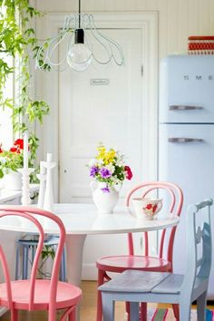 Thousands of curated home design inspiration images by interior design professionals, architects and decorators. Inspiration for every room in the home! Interior Exterior, Interior Design, Interior Architecture, Deco Pastel, Decoration Shabby, Pastel Kitchen, Kitchen Paint Colors, Cottage Style, Rose Cottage