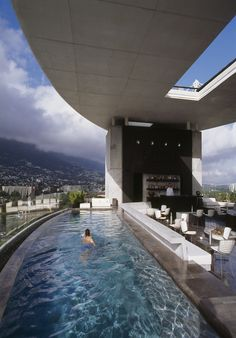 Hotel Habita - Tempo da Delicadeza. Pools are capable of make the difference in luxury projects. They can be square, rectangular or round, but they are a sign of opponency and elegance and can be included in country houses, beach houses or even rooftops. See some excelent decor ideas here: http://www.pinterest.com/homedsgnideas