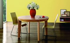 Lovely little wooden, circular dining table. Mesa de Comedor Nórdica Retro : Tables by Paco Escrivá Muebles