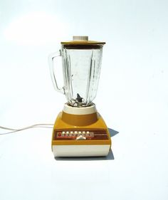 Mustard Seed Blender: A vintage colour and style. My mom had one of these. Mustard Seed, Mustard Yellow, Vintage Colors, Vintage 70s, Kitsch, Unique Jewelry, Handmade Gifts, Colour, Mom