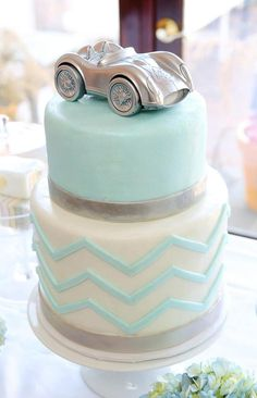 Such a pretty cake. Have always loved silver and blue.