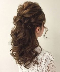 Wedding Hairstyles Half Up Half Down Soft Wedding Hair Half Up And Waves - Pinned onto Wedding HairstylesBoard in Hairstyles Category Down Curly Hairstyles, Up Hairdos, Wedding Hairstyles Half Up Half Down, Best Wedding Hairstyles, Prom Hairstyles, Gorgeous Hairstyles, Half Up Half Down Bridal Hair, Half Updo, Curly Half Up Half Down
