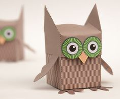 Everyone knows owls are super cute, so it& no surprise that owl decorations are incredibly popular right now. If you want a fun, crafty, low-budget way to participate in the trend, try this Delightful Printable Owl Box. Owl Crafts, Crafts For Kids, Arts And Crafts, Kind Und Kegel, Owl Box, Owl Templates, Paper Owls, Origami Box, Printable Crafts