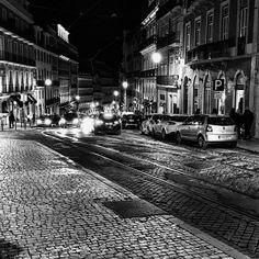 Tai um cidade colorida que fica linda em preto e branco #lisboa #portugal