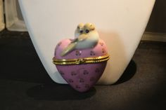 Vintage 2 Doves Porcelain Heart Trinket Box. Starting at $8 on Tophatter.com!http://tophatter.com/auctions/19597