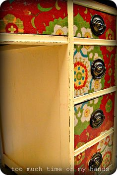 Mod Podge desk...Thinking this is a perfect idea for my classroom teacher desk!!!