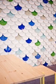 Lining the wall with over 800 plates to create a giant scalloped pattern, Not Tom was able to demonstrate how simple, quality products can create a dramatic impact.