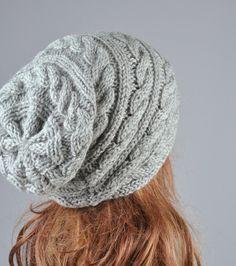 Gorro sombrero gris slouchy sombrero cable patrón de por MaxMelody